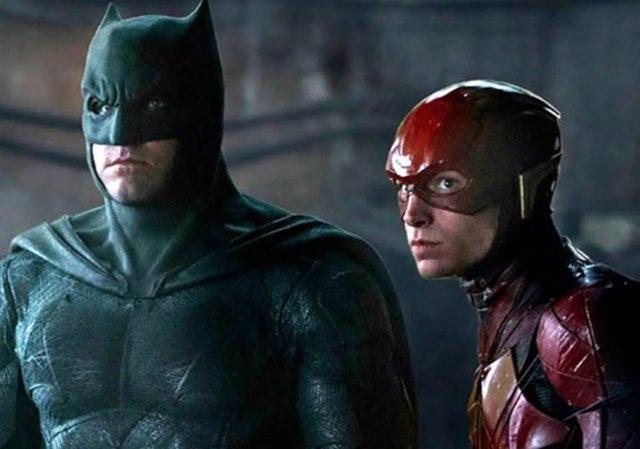 Ben Affleck como Batman y Ezra Miller como Flash en Liga de la Justicia