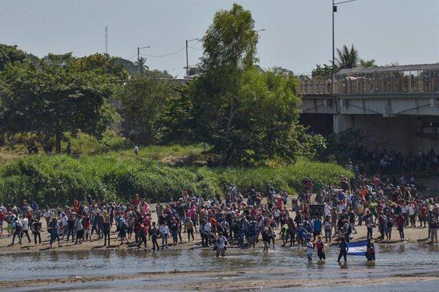 Centroamérica.- La pandemia lleva a la mayoría de migrantes a aplazar sus viajes