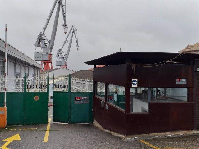Acceso principal del astillero vigués Factorías Vulcano, en el barrio de Teis.