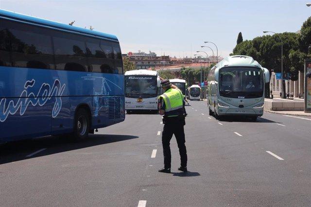 Conductores de autobús pertenecientes al sector del transporte en autobús discrecional y turístico. Archivo.