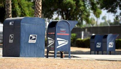 """El director del Servicio Postal de EEUU destaca su compromiso con el voto """"seguro"""" y """"a tiempo"""" para las presidenciales"""