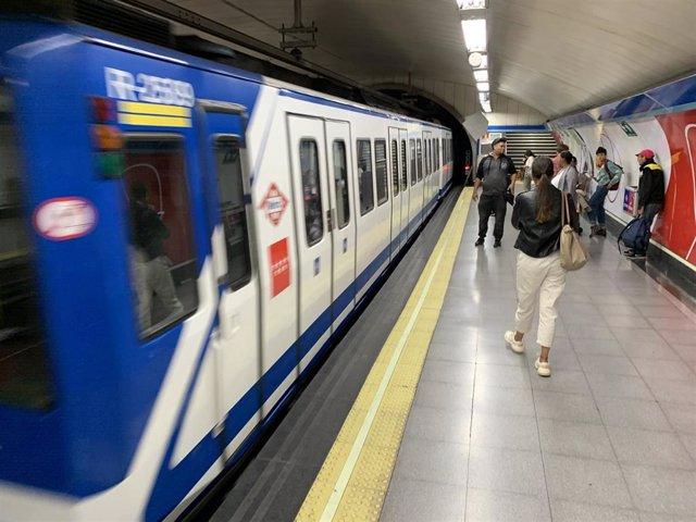Imagen de archivo de un andén de Metro Madrid.