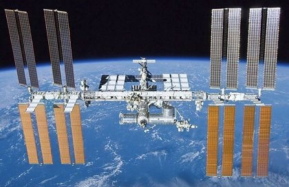 Espacio.- La tripulación de la Estación Espacial Internacional se encierra en el segmento ruso tras una fuga de aire