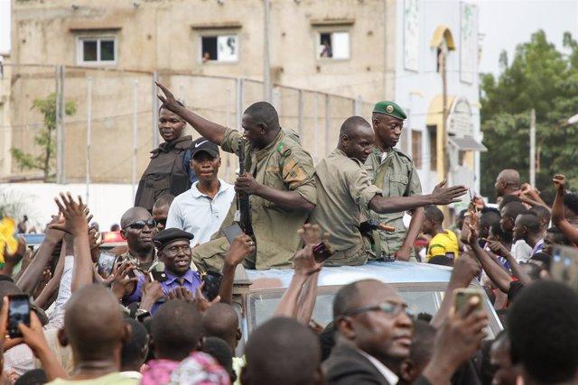 """Malí.- La junta militar de Malí agradece el """"apoyo del pueblo"""" durante una march"""