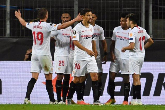 """Fútbol/Liga Europa.- Moreno felicita al Sevilla por su sexto título y pide """"much"""