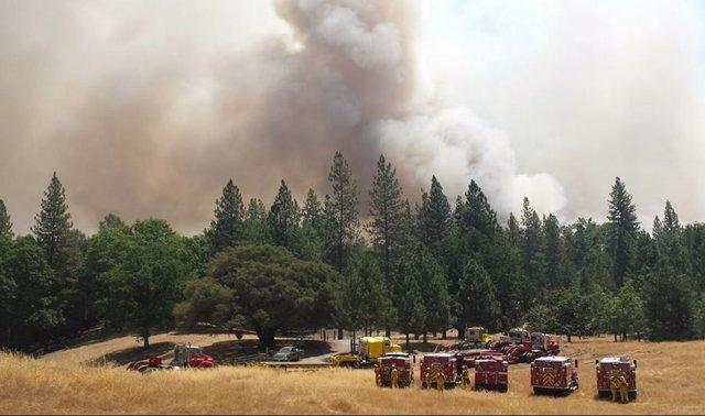 EEUU.- Continúan las evacuaciones en California ante el avance de los incendios