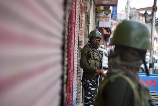 India imposes two-day curfew in Kashmir