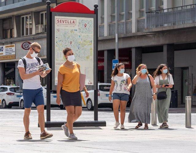 Pocos turistas  en el entorno de las Setas de la Encarnación, en  Sevilla a 3 de agosto del 2020