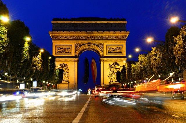 Fútbol/Champions.- París cerrará al tráfico los Campos Elíseos y reforzará la se