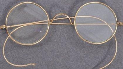 India.- Subastan unas gafas de Mahatma Gandhi por 288.000 euros