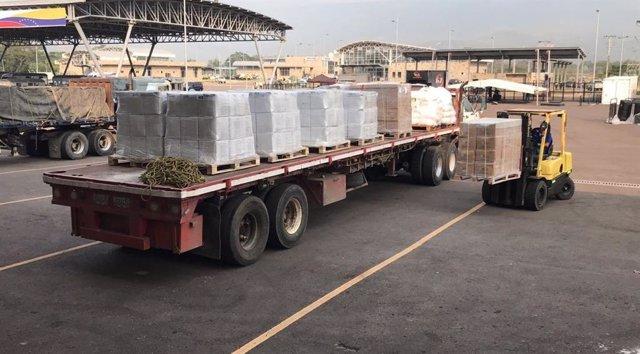 Un camión con ayuda humanitaria para Venezuela.
