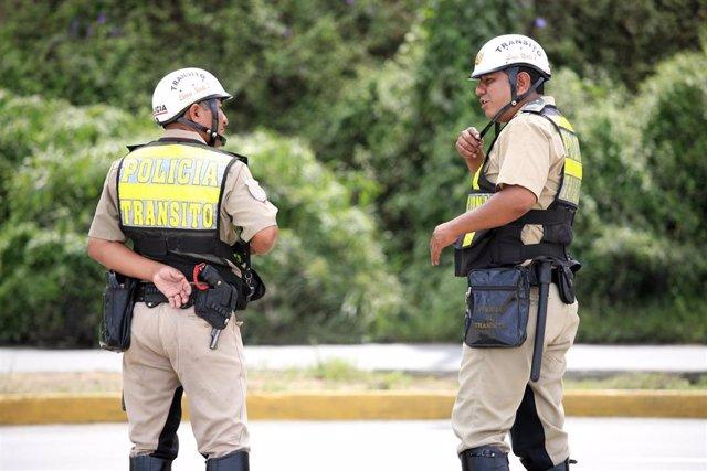 Policía en Perú