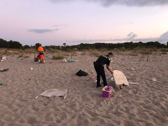 Dissolen un 'botelló' d'uns 50 joves a Torredembarra (Tarragona)