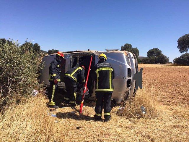 Una mujer resulta herida tras el vuelco de un vehículo en Villamayor de Calatrava