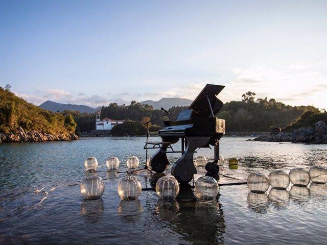 Una representación del espectáculo Le Piano du Lac, que esta semana actuará en Gozón.