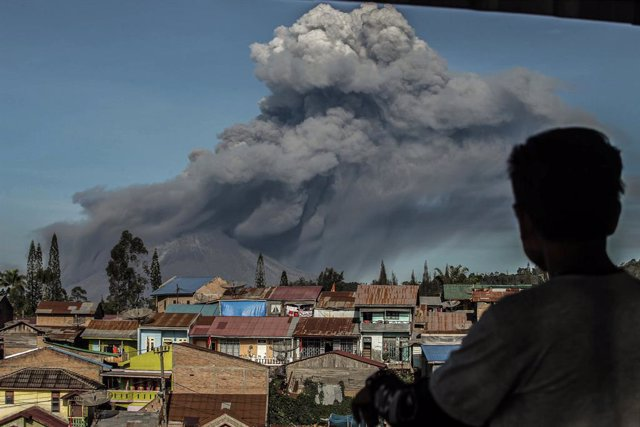 Indonesia.- El monte Sinabung vuelve a entrar en erupción en Indonesia