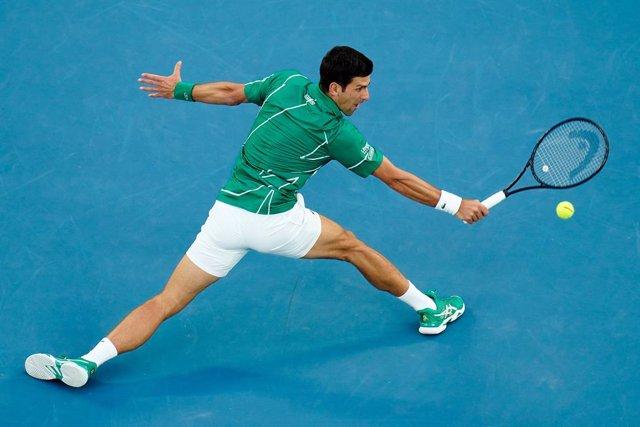 Tenis/Cincinnati.- Djokovic se retira del dobles en Cincinnati por una lesión en