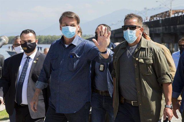 """Brasil.- Bolsonaro llama """"cabrón"""" a un periodista y le amenaza con """"llenarle la"""
