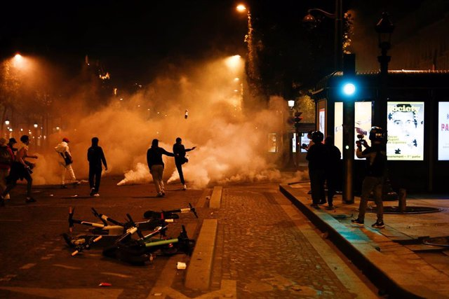 AMP.- Francia.- La Policía detiene a 148 personas en los disturbios de París por