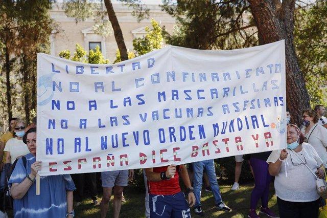 Manifestación contra el uso obligatorio de mascarillas en la plaza de Colón de Madrid, a 16 de agosto de 2020.