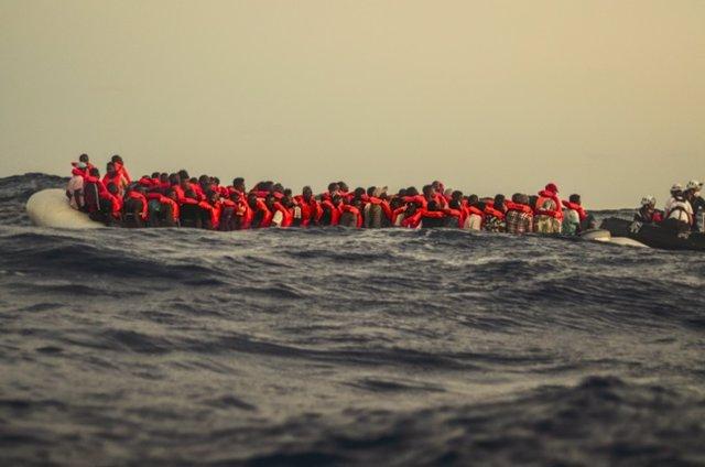 Europa.- El 'Sea Watch 4' tiene a bordo a más de 200 migrantes tras efectuar tre