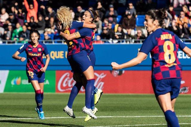 Varias jugadoras del Barça celebran un gol.