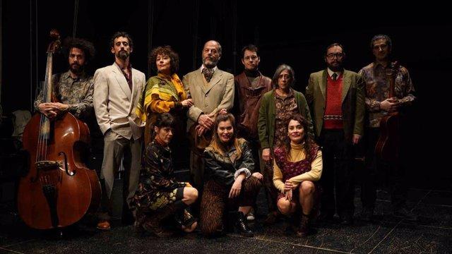 Elenco de la obra 'Los Árboles' de la compañía Teatro Resistente.