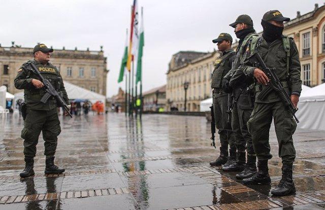 Colombia.- Al menos un policía muerto en una emboscada de un grupo de hombres ar