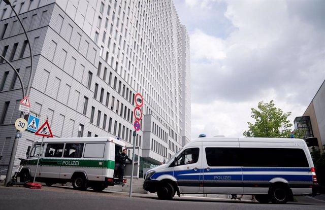 Vigilancia policial junto al hospital Charité de Berlín, donde está Alexei Navalni
