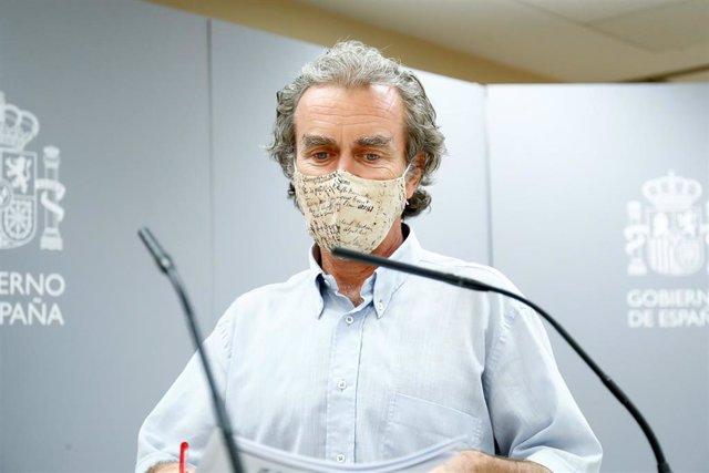 El director del Centro de Coordinación de Alertas y Emergencias Sanitarias, Fernando Simón, momentos antes de ofrecer una rueda de prensa para informar de la evolución de la COVID-19, en la Sede del Ministerio de Sanidad, en Madrid (España) a 24 de agosto