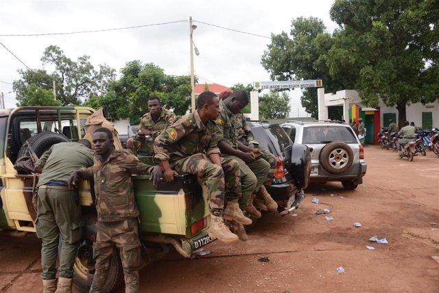 Algunos de los soldados que han participado en el golpe de Estado en Malí