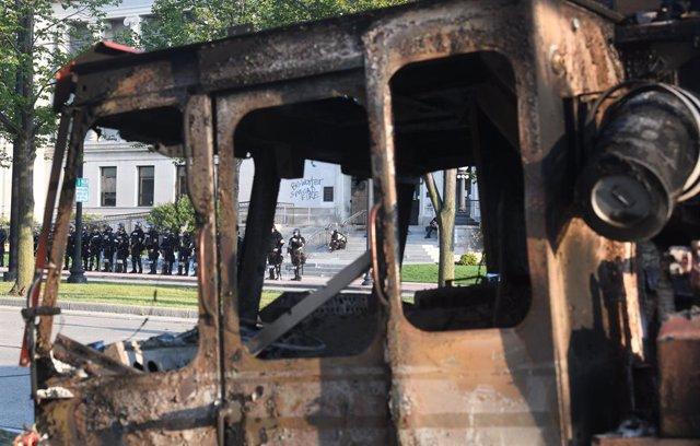 EEUU.- Disturbios en Wisconsin después de que un hombre negro recibiera varios d