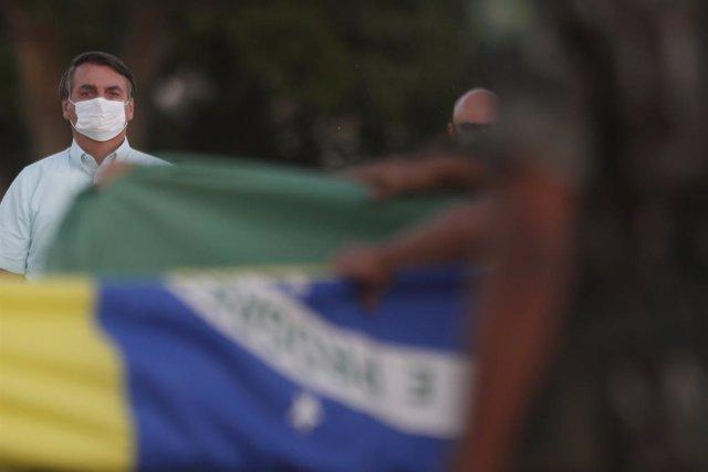 """Coronavirus.- Bolsonaro dice que los periodistas """"de culo gordo"""" tienen pocas pr"""