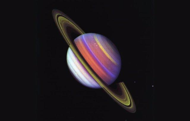 Saturno, captado por la misión Viyager 2
