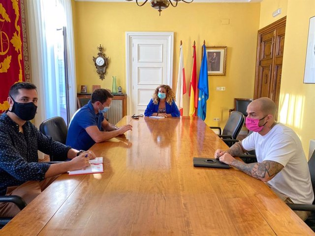 Empresarios del ocio nocturno de Cantabria se reúnen con la delegada del Gobierno