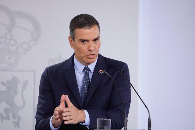 El presidente del Gobierno, Pedro Sánchez, ofrece una rueda de prensa al término de la primera reunión del Consejo de Ministros en Moncloa.