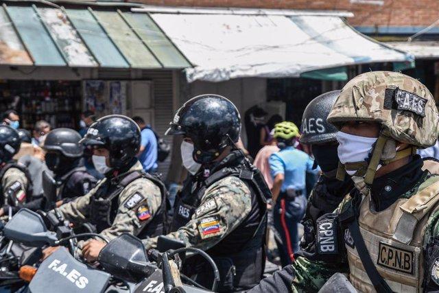 Agentes de las FAES en Caracas, Venezuela.
