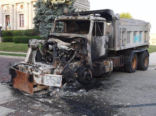 EEUU.-Wisconsin declara el estado de emergencia ante los disturbios por los disp