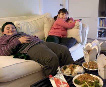La obesidad infantil y adolescente podría aumentar hasta un 14% el riesgo de esclerosis múltiple