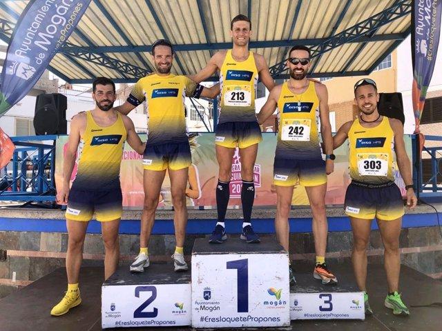 Atletas del DISA HPS Triatlón que consiguieron los cinco primeros puestos en la carrera popular de Arguineguín, en Mogán (Gran Canaria), celebrada el 8 de marzo de 2020