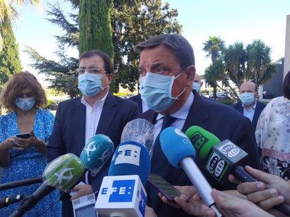 Planas mantiene el compromiso del Gobierno de financiar el regadío de Tierra de Barros si sale adelante el Presupuesto