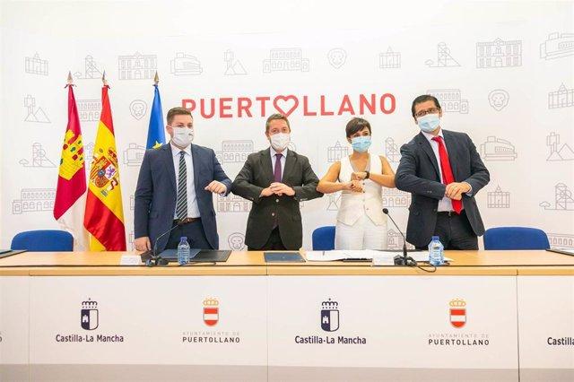 El presidente de C-LM, Emiliano García-Page, en la firma de un protocolo para la creación de suelo industrial en Puertollano