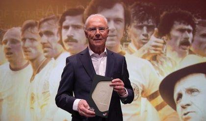 """Fútbol.- Beckenbauer quiere que Flick siga """"cien años"""" en el Bayern"""