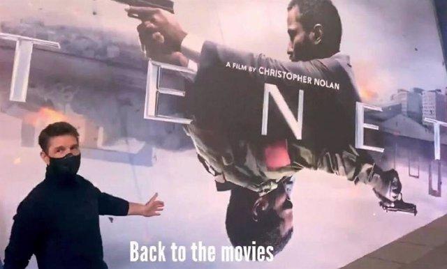 Tom Cruise acude a ver Tenet