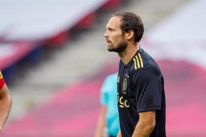 """Fútbol.- Daley Blind se encuentra """"bien"""" y en observación tras su desmayo jugando con el Ajax"""