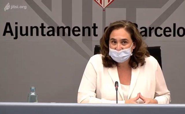 L'alcaldessa de Barcelona, Ada Colau, en una roda de prena sobre la reobertura de les escoles.