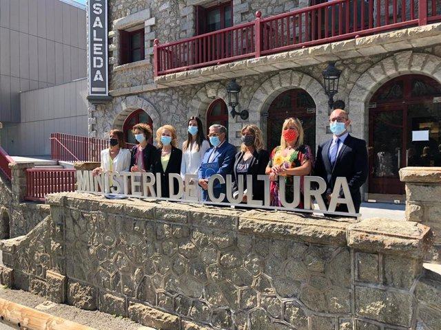 Reunió de la consellera de Cultura M.Vilallonga i la ministra andorrana S.Riva