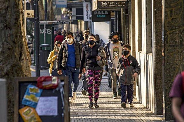 Argentina ha registrado un nuevo pico diario de contagios al sumar en un sólo día 10.550 casos, su mayor récord hasta la fecha.