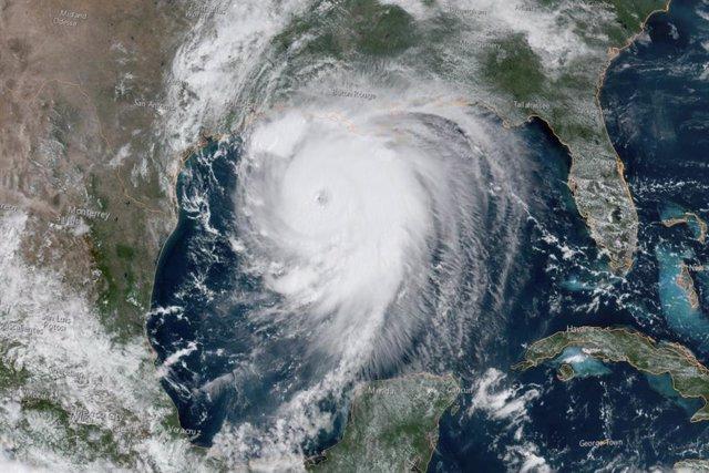 Clima.- 'Laura' toca tierra en Luisiana como un huracán de categoría cuatro