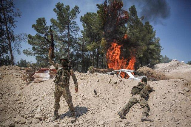 Ejercicios militares de combatientes rebeldes en Idlib